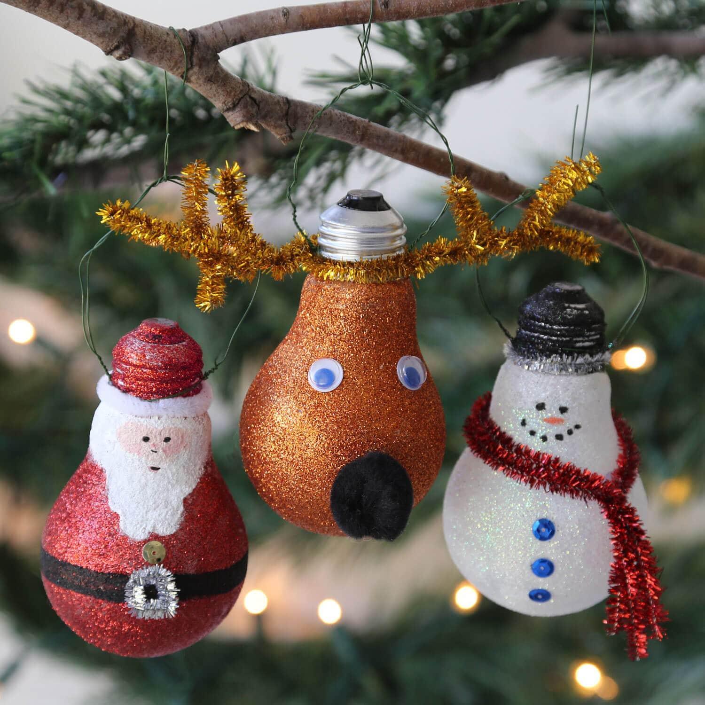 Christmas Craft Idea: Glittery Light Bulb Ornament